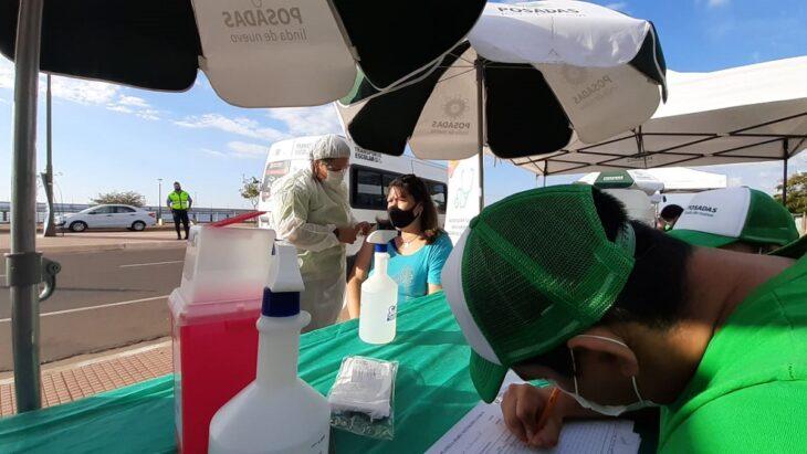 Vacunación contra el coronavirus: en la segunda jornada para los taxistas, la municipalidad de Posadas sumó a los conductores de transportes escolares