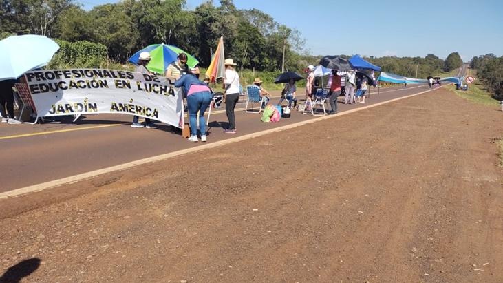 Ahora   Por manifestaciones docentes, está cortada la ruta nacional 12 a la altura de General Urquiza