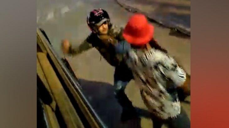 Video | Motociclista violento apuñaló a un hombre por una discusión de tránsito en Posadas