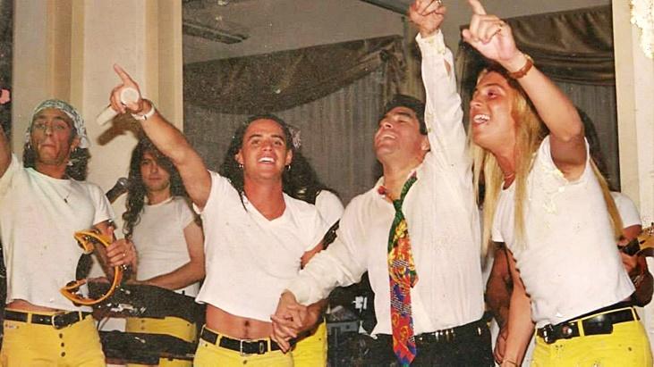 Maradona le obsequió una corbata y ahora la quiere subastar