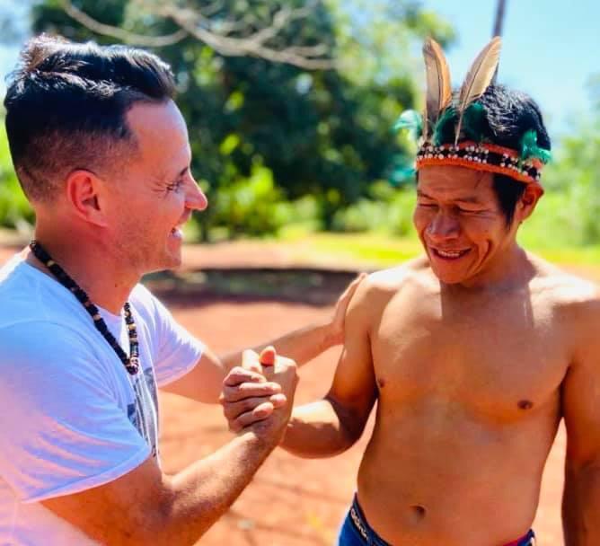 Roberto Edgar y una iniciativa solidaria: Maradona le obsequió una corbata y ahora la quiere subastar para donar el dinero a aldeas guaraníes