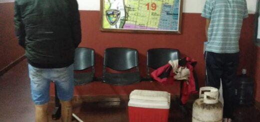 Atraparon a dos jóvenes con objetos que robaron de una vivienda en Posadas