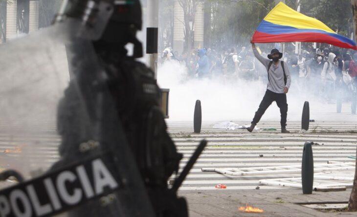 Qué pasa en Colombia: reforma tributaria, represión y decenas de muertos