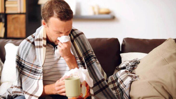 """Ante la llegada de días de frío, especialistas piden """"no minimizar síntomas"""" y realizar testeos ya que cualquier resfrío, puede ser COVID"""