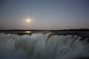 Luna Llena en Iguazú: preparate para vivir 5 noches fascinantes en Cataratas y a bordo del Catamarán