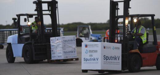El ministro de Salud Pública, Oscar Alarcón, confirmó que este jueves arriban a Misiones más de 40 mil vacunas Sputnik V y Astrazeneca