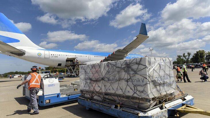 Llega hoy de Moscú el vuelo que trae el reactivo para fabricar la Sputnik V en la Argentina
