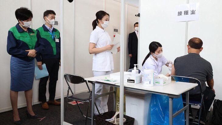 Juegos Olímpicos 2021: comenzó la vacunación contra el coronavirus de los miembros de la organización