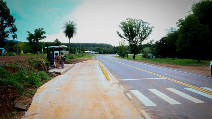 Vialidad Provincial construye dársenas en paradas de transporte en rutas provinciales