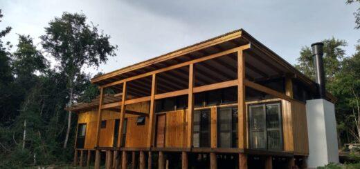 APICOFOM donó viviendas solidarias para las prácticas de la Diplomatura en Uso y Construcción con Madera