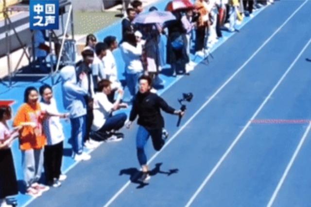Video: un camarógrafo corrió más rápido que los atletas y se hizo viral en las redes sociales