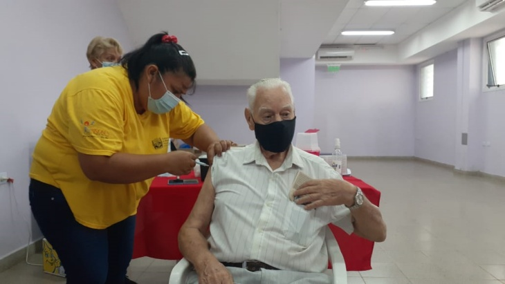 El lunes continúa la aplicación de la segunda dosis de Sputnik V para mayores de 75 años en Misiones