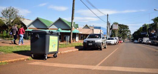 La instalación de contenedores de basura en las calles de Montecarlo ya es una realidad