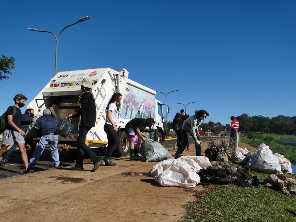Retiraron 40 bolsas de residuos del arroyo Antonica de Posadas