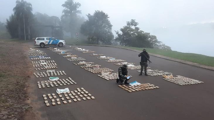 Prefectura detuvo a diez personas involucradas en narcotráfico y secuestró casi dos toneladas de marihuana en Misiones y Corrientes