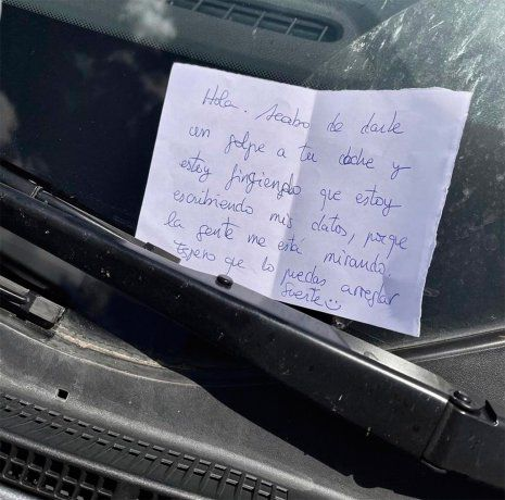Viral: le chocó el auto, no tenía seguro y le dejó una insólita carta