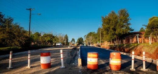 Vialidad continúa con la pavimentación del acceso a Colonia Guaraypo en Montecarlo