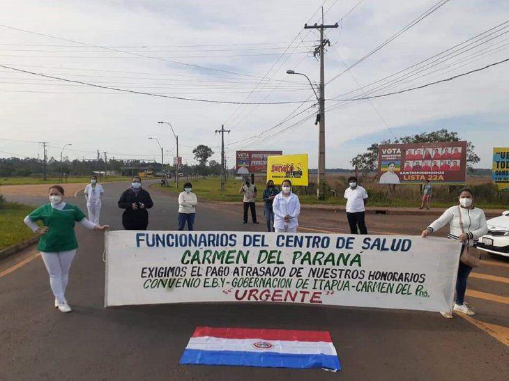 En plena crisis sanitaria en Paraguay el personal de salud realiza cortes de ruta exigiendo pago de salarios