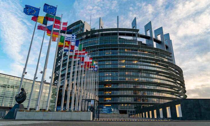 El Parlamento Europeo aprobó la implementación de certificados Covid para viajar