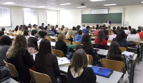 Aulas híbridas: cómo es el plan del Gobierno para que las universidades recuperen la presencialidad y al que la UNaM podría sumarse