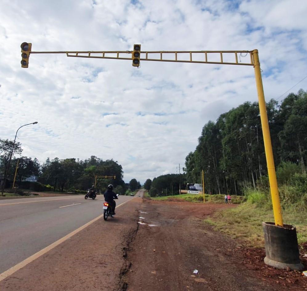 Puerto Rico instaló un semáforo sobre la ruta nacional 12