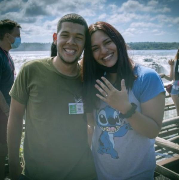 Garganta del Diablo que enamora: vino desde Jujuy y le pidió casamiento a su novia en Cataratas del Iguazú