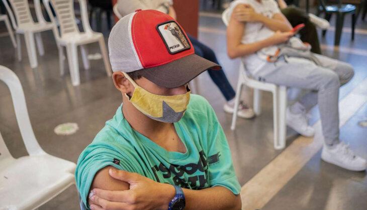Uruguay ya vacuna con Pfizer a niños y adolescentes entre 12 y 17 años