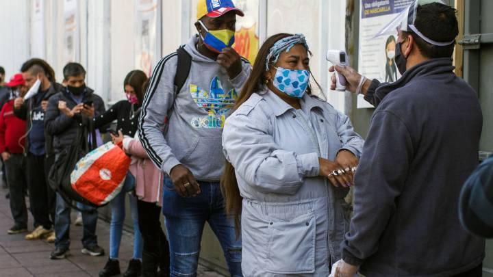 La curva de contagios de coronavirus en Brasil experimenta una desaceleración por primera vez en 8 meses