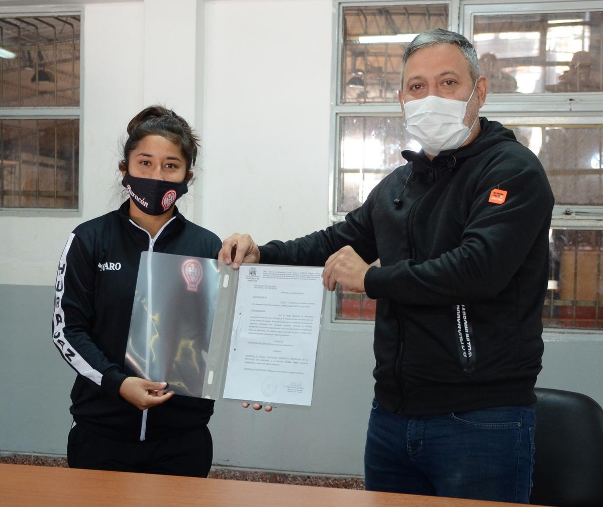 Las futbolistas Yamila Rodríguez y Cecilia López fueron reconocidas como ciudadanas deportivas destacadas de Misiones