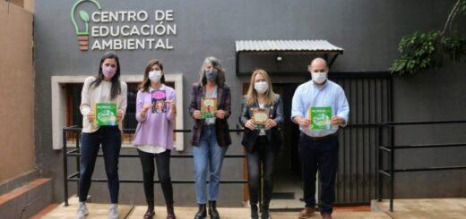 Malena Mazal recibió a Claudia Gauto que donó libros al CEA