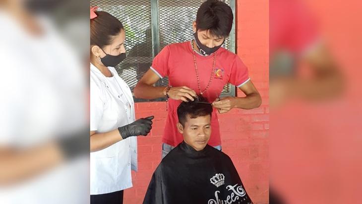 Misiones   Entregaron certificados a los primeros peluqueros y manicuristas mbya guaraníes