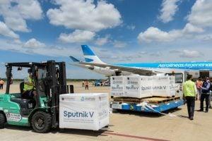 Partió un nuevo vuelo de Aeolíneas Argentinas a Rusia para buscar más vacunas Sputnik