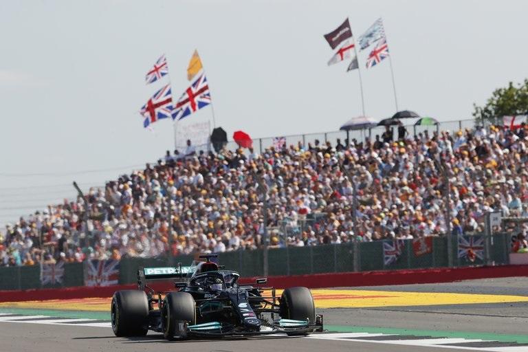 Fórmula uno: Hamilton volvió al triunfo en Silverstone, tras sacar de carrera a Verstappen