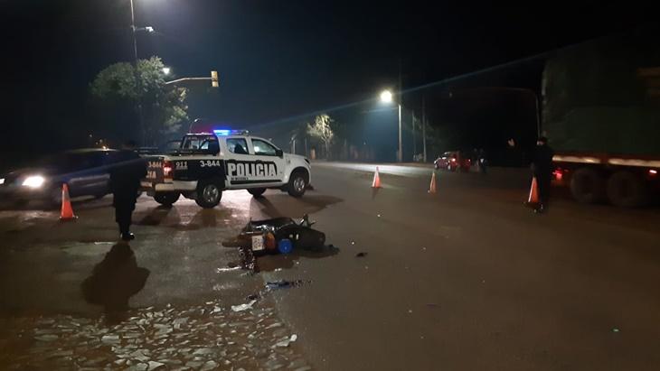 Accidente fatal en Wanda | Choque entre una camioneta y una moto dejó un fallecido, de quien aún desconocen su identidad