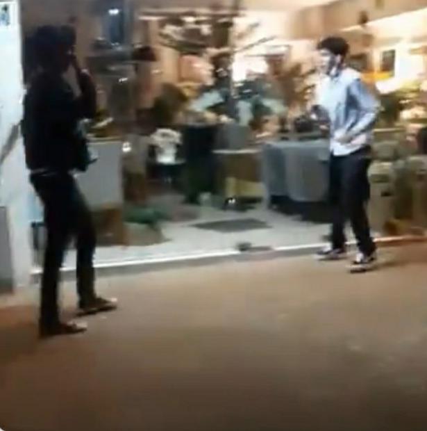 Se viralizó el video de una brutal pelea entre jóvenes en el centro de Posadas