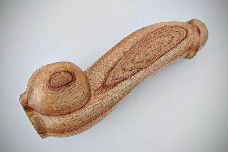 El Ministerio de Salud de la Nación llamó a licitación para comprar 10.000 penes de madera pulida por más de $13 millones