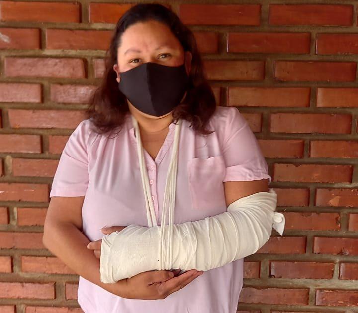 Motociclista atropelló a una inspectora de tránsito en Eldorado al intentar evadir un control