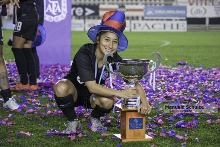Del barrio Rocamora a ser campeona invicta del profesionalismo: Cecilia López, la misionera que hizo historia en el fútbol argentino