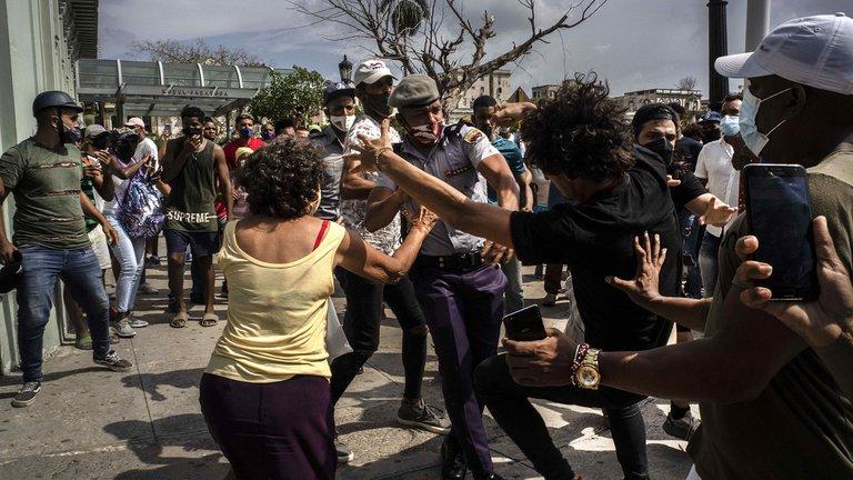 Tag notenemosmiedo en El Foro Militar de Venezuela  Cuba