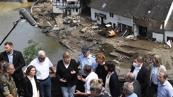 Tragedia en Alemania: Angela Merkel recorrió las zonas afectadas por las inundaciones