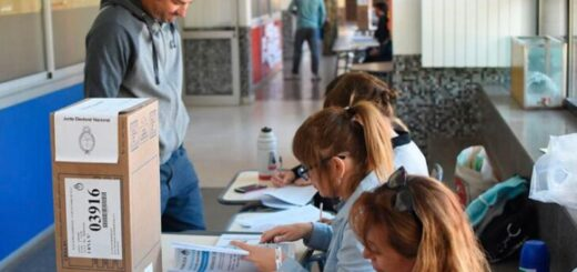 Elecciones 2021   Confirman que no será un requisito obligatorio tener aplicada la vacuna contra el Covid-19 para las autoridades de mesa