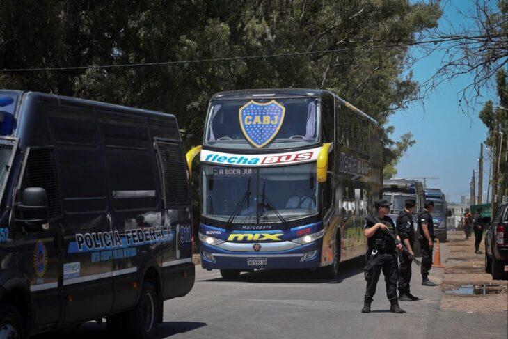El plantel de Boca llegó al país tras el escándalo en Brasil y deberá estar aislado durante una semana
