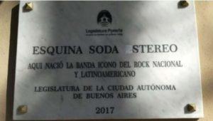 El increíble error ortográfico que obligó a las autoridades de Tucumán a retirar una placa de una plaza