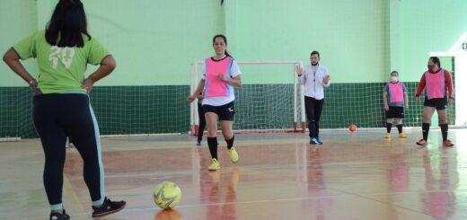 El Ministerio de Deportes brindó una clínica de futsal en Colonia Delicia