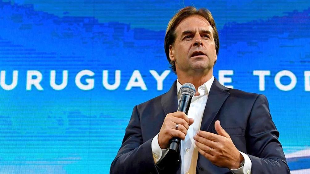 En noviembre podrán entrar a Uruguay quienes tengan las dos dosis y un PCR negativo