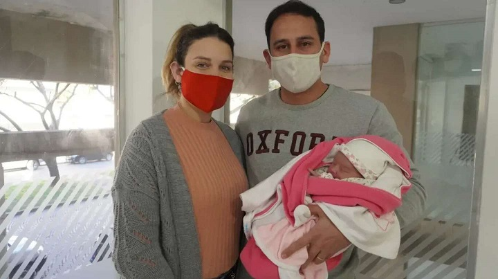 """Un embarazo de """"horas"""": la cordobesa que fue mamá el mismo día que le dijeron que esperaba un bebé"""
