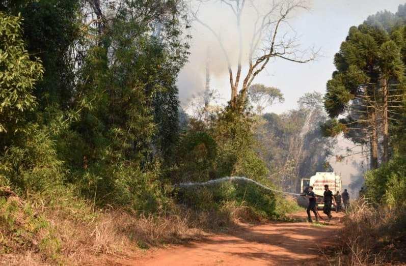 El humo por los incendios forestales en la región invade el cielo de Posadas