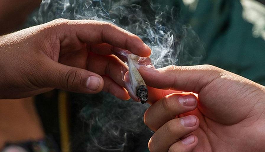 jóvenes inician en el mundo de las drogas