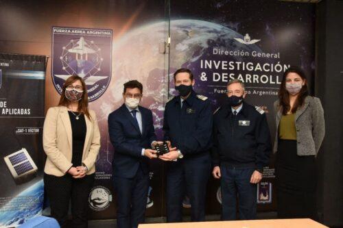Misiones entregó la primera tanda de sensores para aviones no tripulados de la Fuerza Aérea Argentina