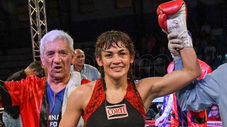 A los 44 años, «La Tigresa» Acuña regresa al boxeo